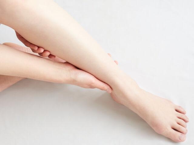 【見なきゃ損!】足のむくみを解消させる方法は?