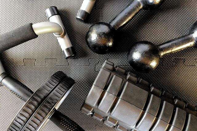 【必読】アームバーの使い方は2つある!効果や鍛える筋肉を徹底解説